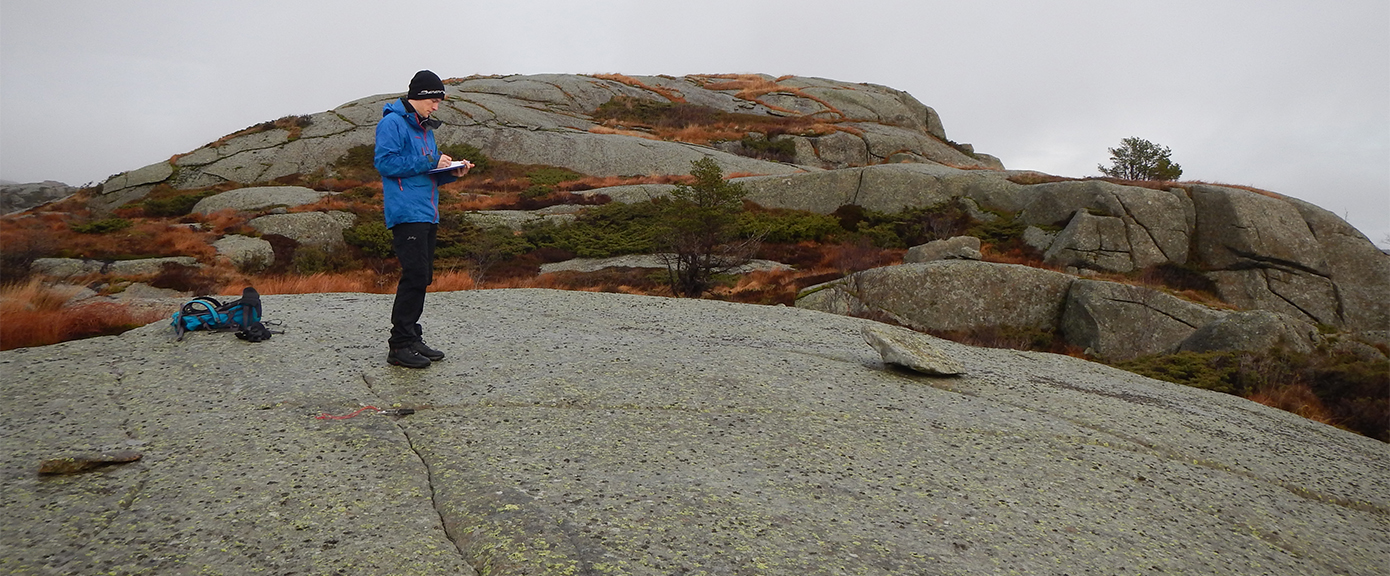 Venstre: Vurdering og registrering av geologiske forhold | Foto: Ole Håvard Barstad, Multiconsult