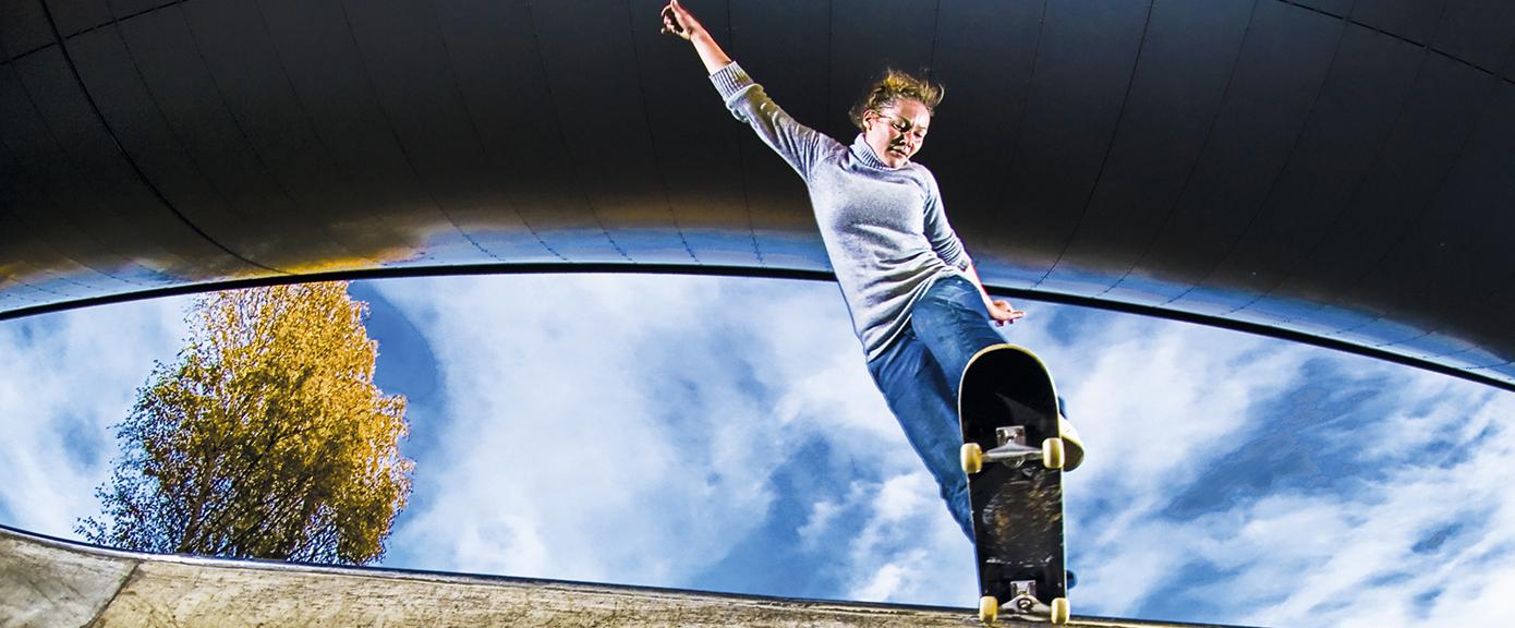Eirin Aaseth i Multiconsult både prosjekterer skateparker og er en aktiv skater selv. Foto: Tommy Solstad